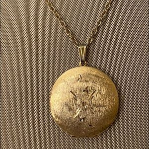 Vintage Large gold tone round locket